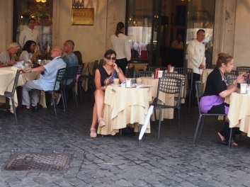 A stop for some respite at the Rosati Cafe, Piazza del Popolo