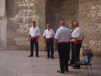 Entertaining the crowd in Split - Cappella singers