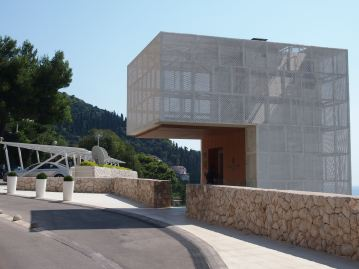 Access via lift down to Villa Dubrovnik